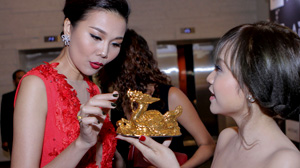 Quý Linh hội ngộ cùng dàn sao Việt